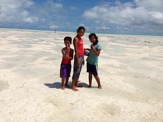 Pinales_Kiribati Kids at Low Tide1
